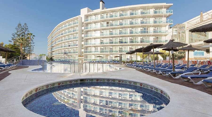 refreshing summers in the pools of the hotel palia las palomas in málaga