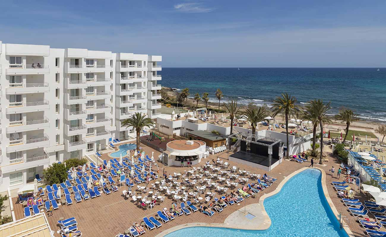 experience for families in our beach hotel palia sa coma in mallorca