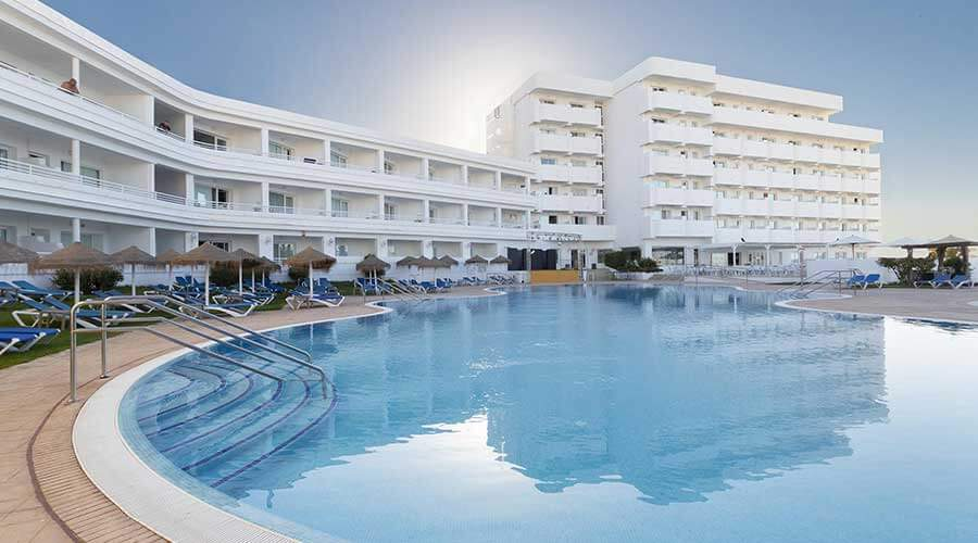 enjoy your holidays in the pools of the hotel palia la roca in malaga