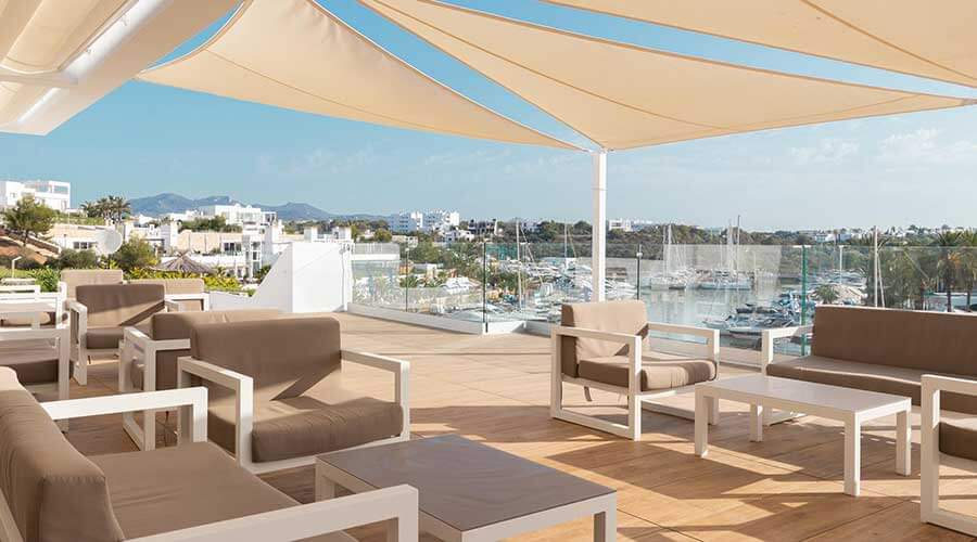 the best moments in the bar of the hotel palia puerto del sol in mallorca